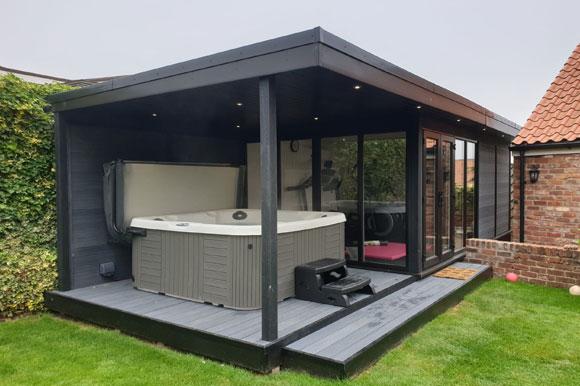 Relaxing Garden Room Hot Tub Retreat Southampton